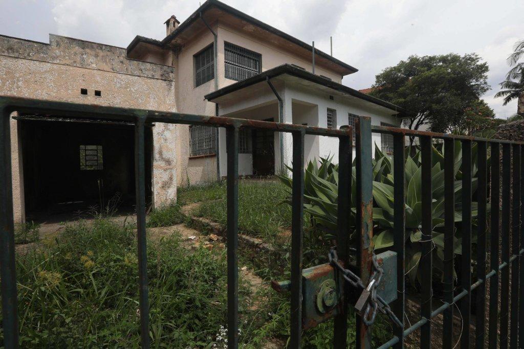 Casa abandonado no bairro do Pacaembu, em São Paulo